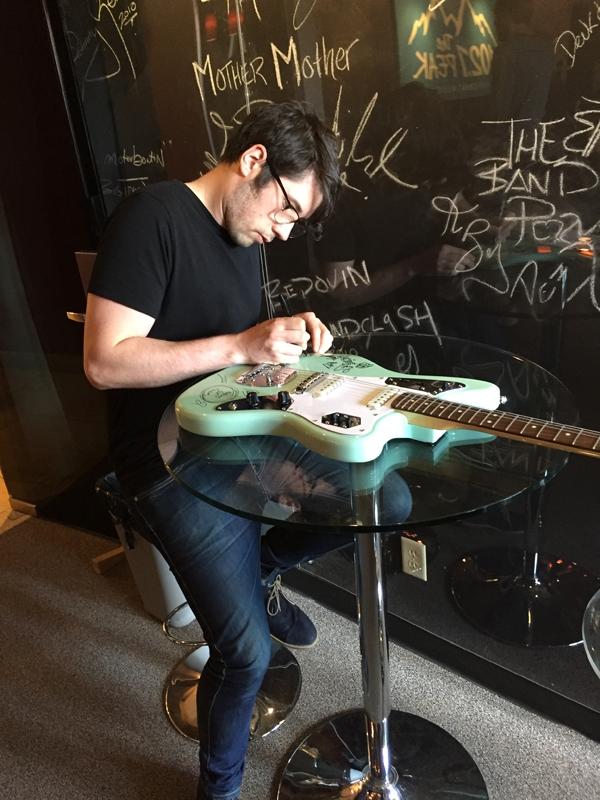 rc_guitarsigning_ham