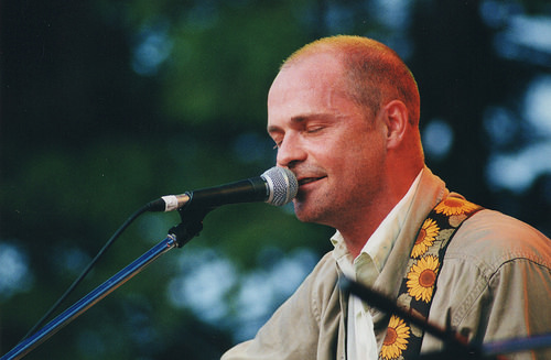 Gord Downie Hillside 2001 by Ryan Merkley CC BY